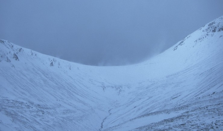 Spindrift visible above Coire Domhain. Windslab forming on a NE aspect in a strong NW wind? The influence of local topography.