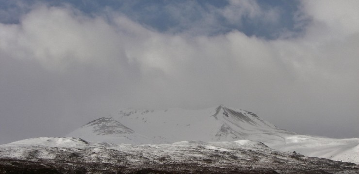 East end of Beinn Eighe with obvious areas of snow deposition and scouring.