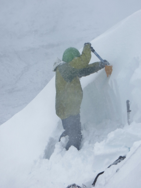 Snowpack observations revealed weaknesses in the newly formed windslab.