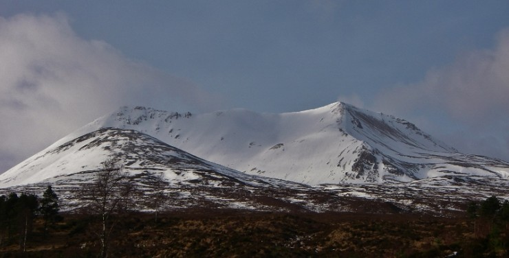 Extensive snow cover Beinn Eighe. I'd kill for a pair of skis!