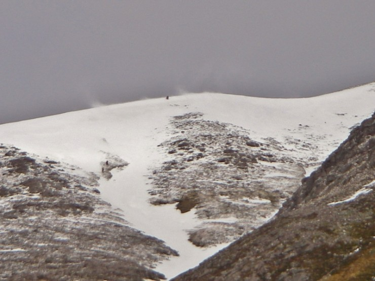 Spindrift on the summit ridge of Mullach an Rathain. Spot the 3 walkers.