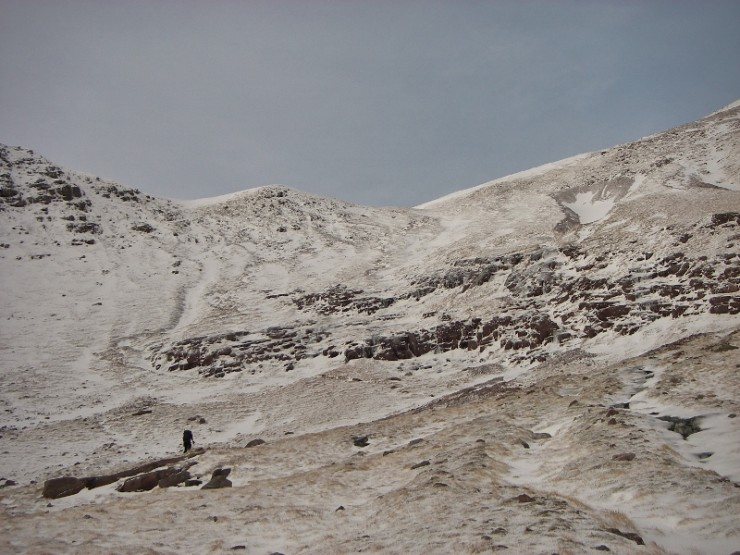 Coire an Laoigh, Beinn Eighe. Pockets of recent windslab in runnels and below corrie rim.