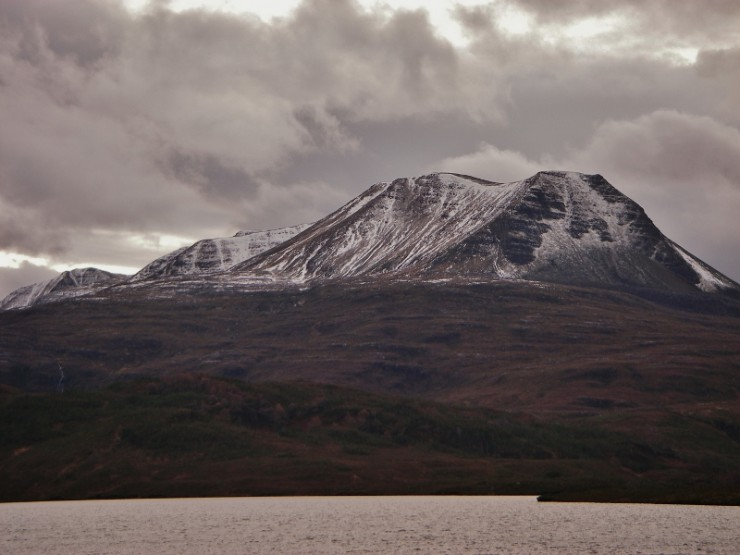 Baosbheinn, 875m. Clearer on the western mountains. Most snow high up on NW / N aspects