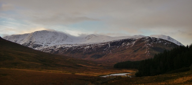 North and NE side Sgurr Bhreac and Druim Reidh - the snow profile location.