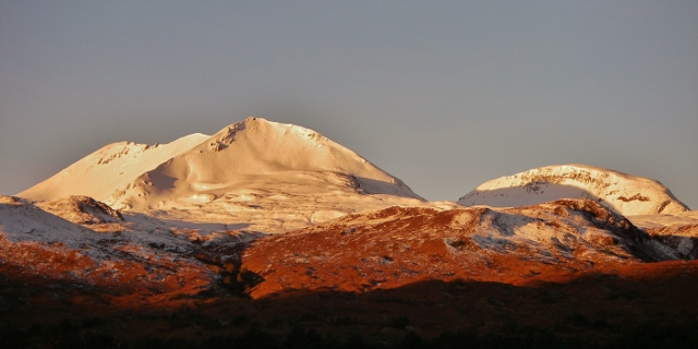 Alpenglow on Creag Dhubh and Ruadh-stac Beag.